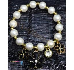 Perlový náramok s príveskami